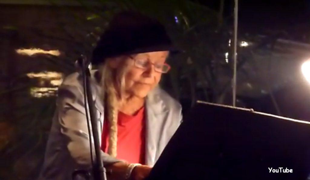 Gilli Smyth<br>1933. – 2016.<br>22. Kolovoza – 2016.